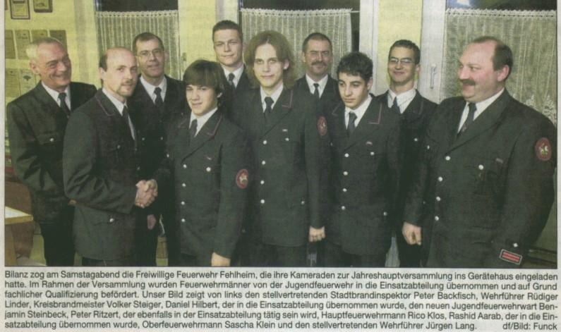 Junge Feuerwehrleute werden in die Einsatzabteilung übernommen.